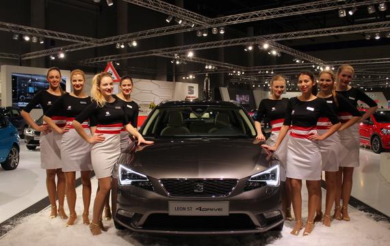 Junge Damen bei der Vienna Autoshow für Seat