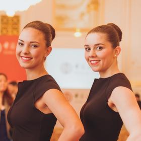 Zwei junge Damen für die Betreuung der VIP-Gäste