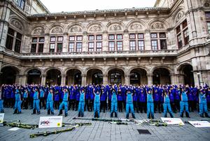 Flashmob in Schiausrüstung