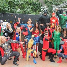 Superhelden Flashmob Promotion mit bekannten Comic-Helden aus diversen Universen.