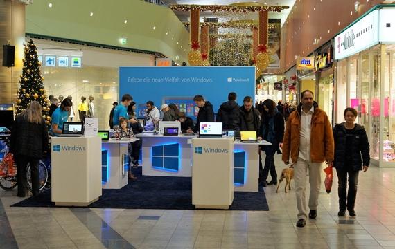 Microsoft Stand wo Besucher das neue Windows testen können