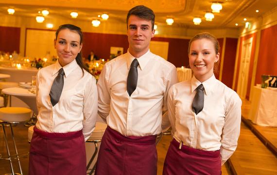 Drei junge MitarbeiterInnen