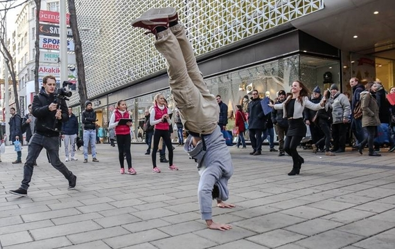 Breakdance beim Flashmob zum Windows Surface