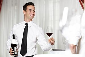 Mitarbeiter bedienen bei Gastro Event